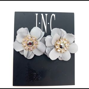 4/$25 Grey Floral Post Rhinestone Earring NEW